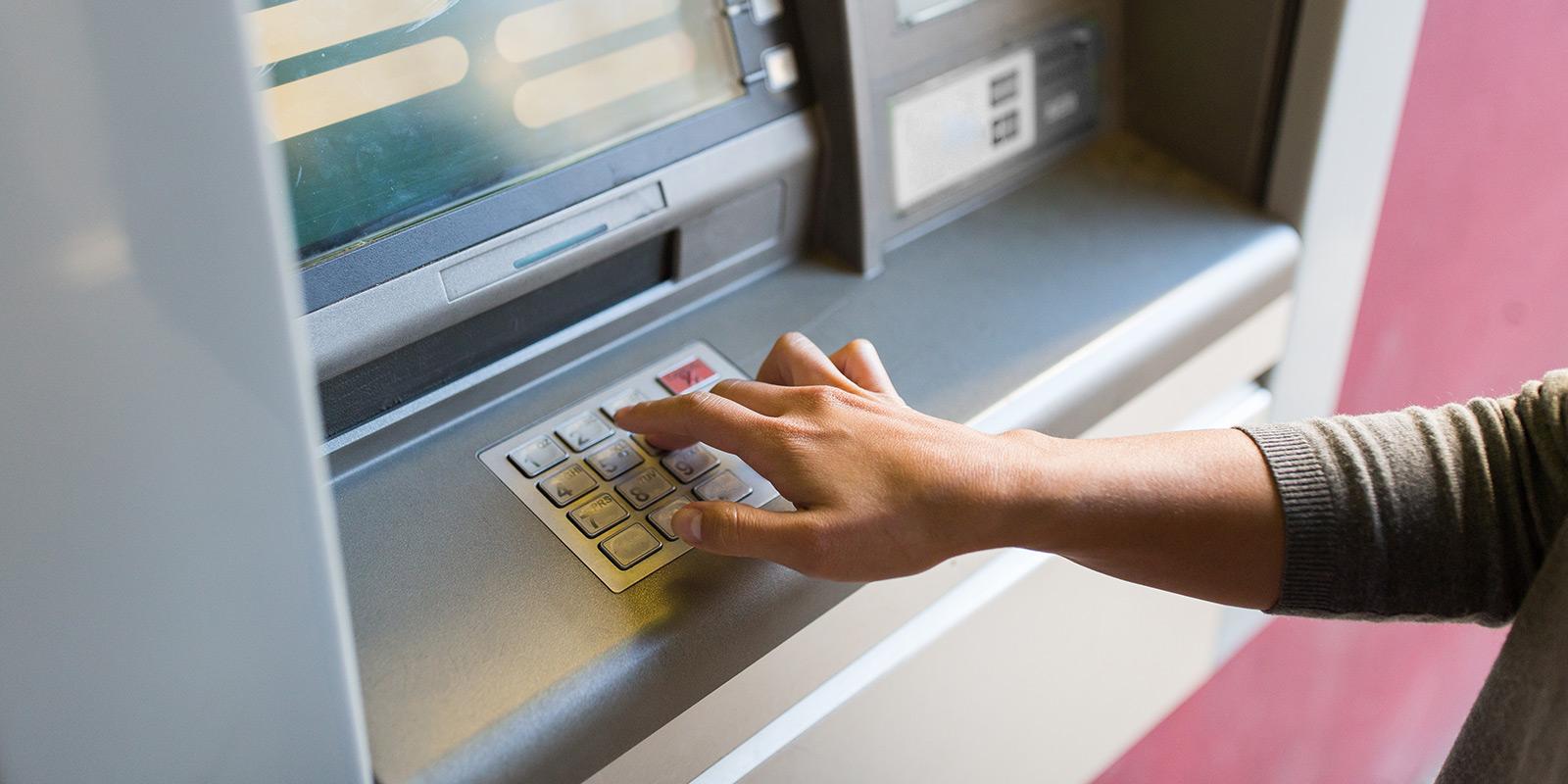 SROVNÁNÍ: Spotřebitelský úvěr, kreditní karta, nebo kontokorent. Co vyjde nejlevněji a co je nejrychlejší?
