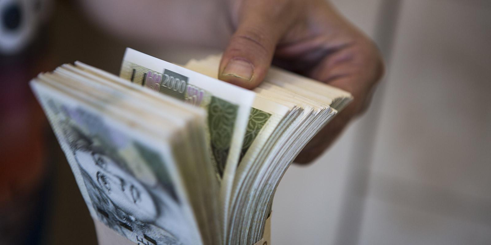 Bankám jako schránkám na peníze podle průzkumu důvěřuje většina Čechů