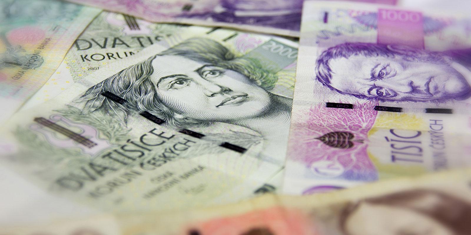Koronakrize velké zadlužení Čechů nepřinesla. Naopak jsme utráceli směle dál, za co nejvíc?