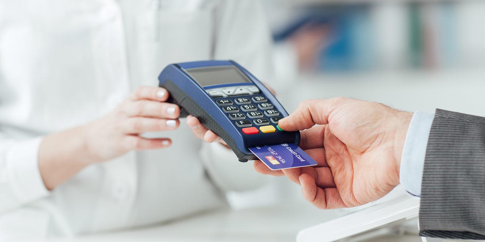 Bankovní převod eur zlevní! Příplatky za europlatby skončí stejně jako ty za roaming