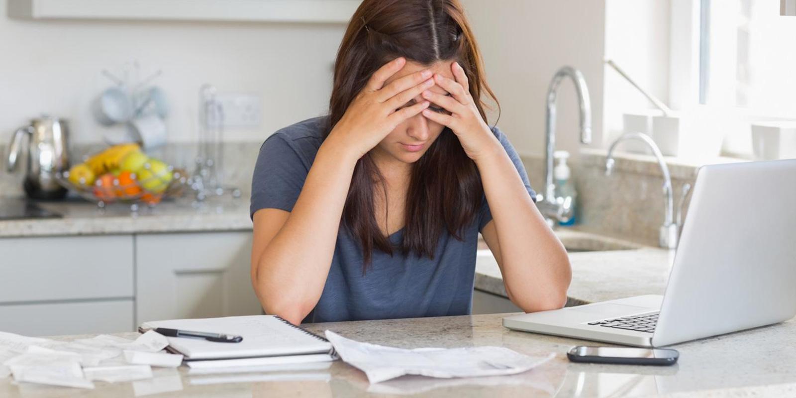10 dobrých rad, jak si půjčit peníze a nespadnout přitom do spirály dluhové pasti