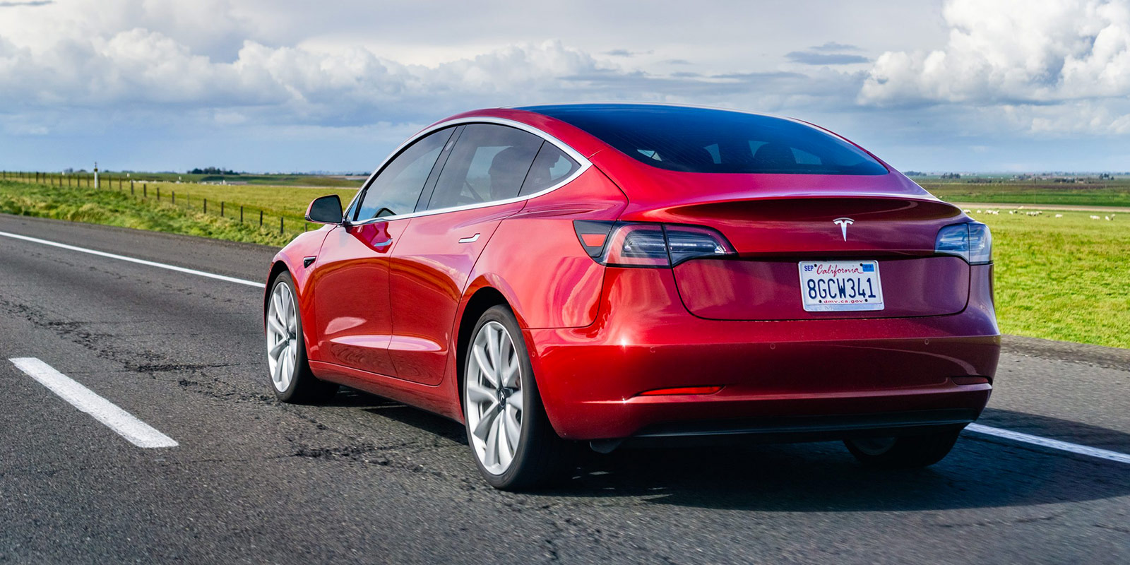 Průměrná škoda při havárii elektromobilu je o 40 % vyšší. Zdraží proto povinné ručení všem?